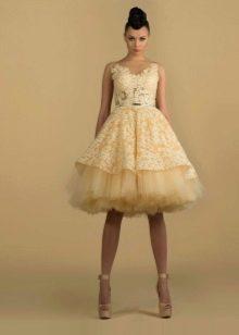 Вечернее платье с пышной юбкой из фатина короткое
