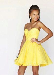 желтое короткое вечернее платье