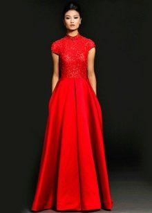 Красное вечернее платье с воротником