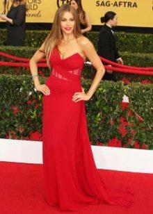 Красное платье с красной дорожки