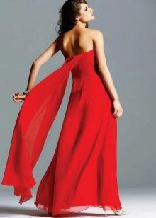 Красное вечернее платье с открытой спиной  и шлейфом батто