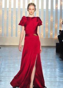 Закрытое красное платье от Дженни Пекхем
