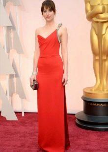 Красное вечернее платье с одной бретелью