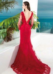 Красное вечернее платье с открытой спиной и шлефом