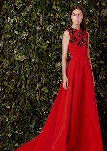 Красное вечернее платье с черным декором