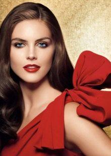 Правильный вечерний макияж под красное платье