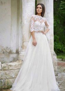 Свадебное платье с рукавом в три четверти кружевным