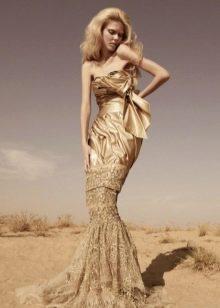 Свадебное платье с золотистым кружевом