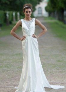 Свадебное платье с кружевной вставкой на лифе