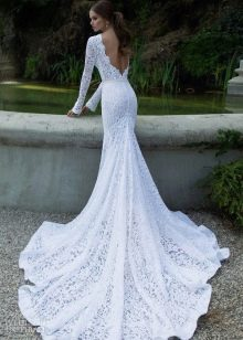 Кружевной шлейф свадебного платья