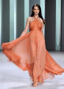 Шифоновое вечернее платье с обнаженными плечами