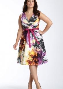 Короткое цветное нарядное платье большого размера