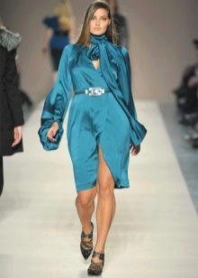 Синее атласное нарядное короткое платье большого размера