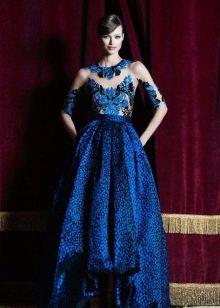 Синее вечернее платье с вышивкой