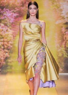 Вечернее платье из золотой ткани