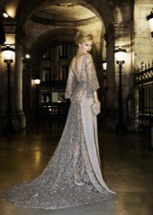 Кружевное платье со шлейфом вечернее