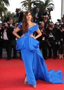 Вечернее платье с красной дорожки синего цвета