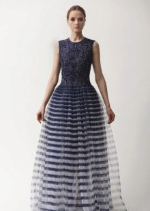 Полосатое сине-белое платье