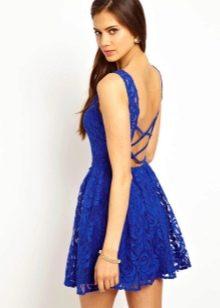 Синее короткое платье с открытой спиной