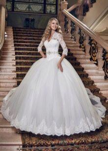 Свадебное платье в стиле принцесса с низкой талией