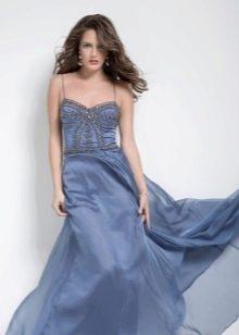 Вечернее платье с корсетом декорированным стразами