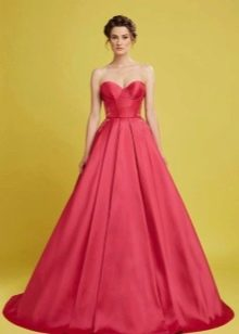 Вечернее платье а-силуэта с корсетом
