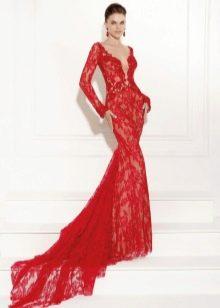 Красное вечернее кружевное платье русалка