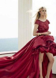 Вечернее платье с красным кружевом