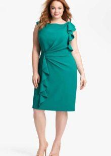 Зеленое с воланами вечернее платье на свадьбу для полных