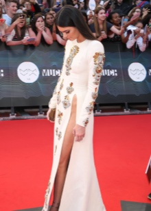 Вечернее платье Кендал Дженнер с разрезами