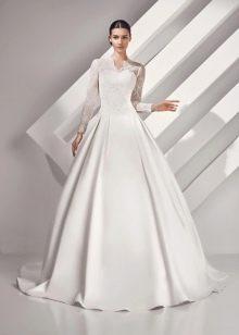 Закрытое свадебное платье пышное из коллекции Амур