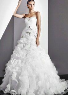 Свадебное платье с воланами А-силуэта