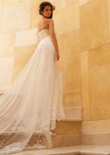 Свадебное платье со шлейфом из коллекции Crystal Desing 2014
