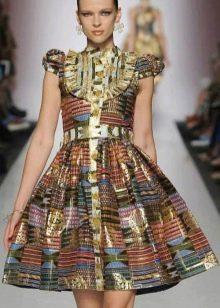 Летнее вечернее платье с принтом в это стиле