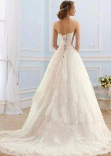 Свадебное платье со шнуровкой от Навиблю