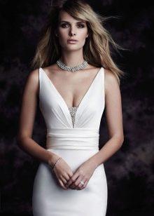 Свадебное платье декорированное стразами