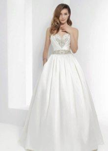 Свадебное пышное платье со стразами