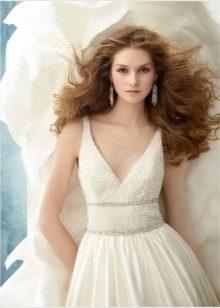 Свадебное платье полностью украшенное жемчугом