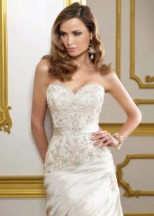 Свадебное платье с кристаллами и жемчугом