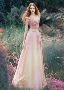 Бело-розовое прямое свадебное платье