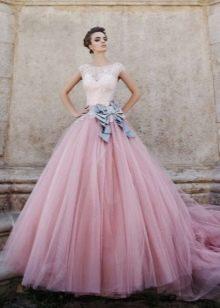 Платье свадебное с розовой юбкой