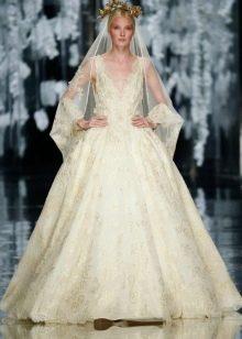 Свадебное платье пышное кремового оттенка айвори