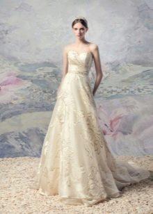 Свадебное платье кремового оттенка айвори с принтом