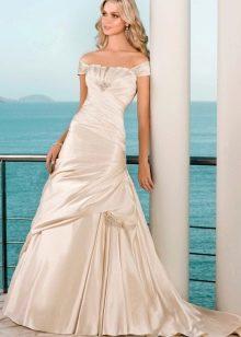 Свадебное платье цвета слоновой кости пышное