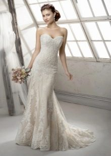 Свадебное платье от цвета айвори с кружевом