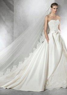 Свадебное платье с кружевом от Проновиас