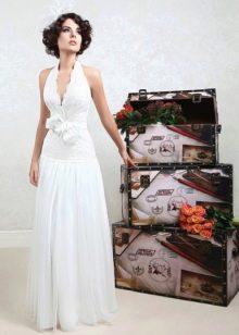 Свадебное платье с глубоким вырезом из коллекции Цветочная феерия