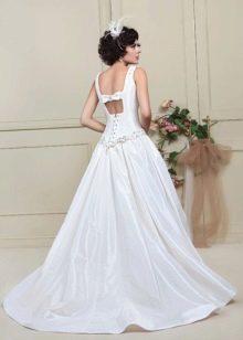Свадебное платье с вырезом на спине из коллекции цветочная феерия
