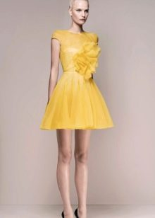вечернее желтое короткое платье 2016