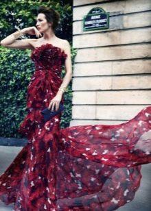 Бордовое платье с принтом